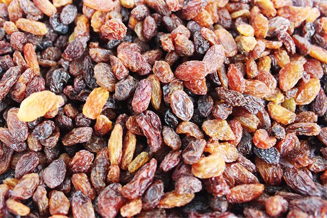 Red raisins sale